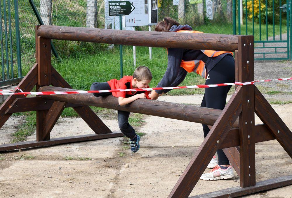 Běžecký-závod-pro-děti-za-podpory-Alfa-Omega-servisu-spol-ve-vojenském-muzeu-v-Rokycanech-pořadal-spolek-Sport-Stars-zs-a-spolek-Kukačky-zs-Plzeň