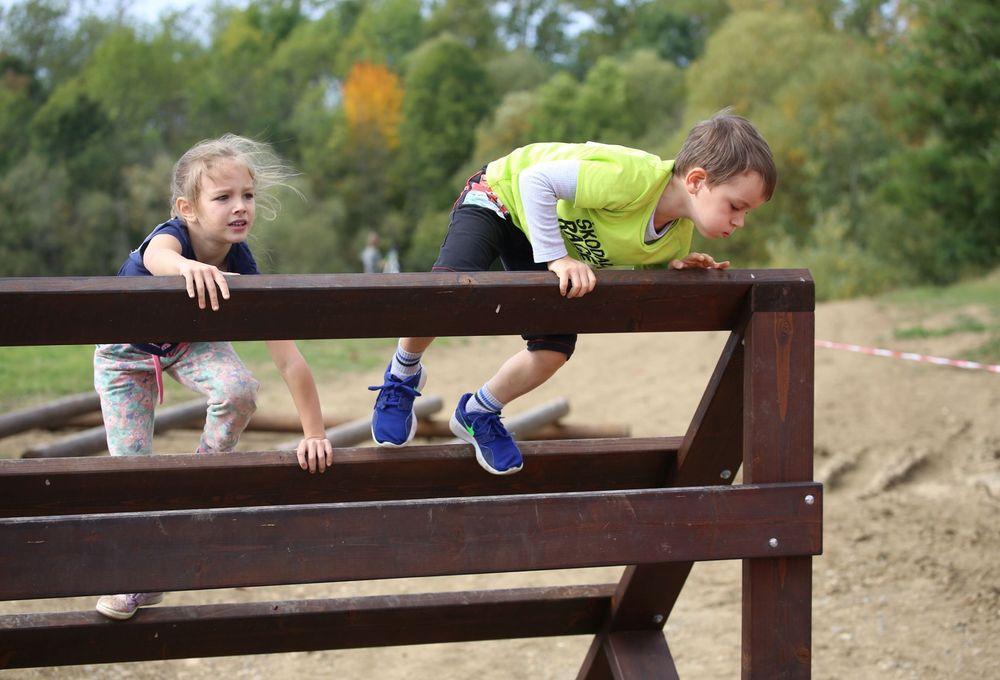 Běžecký-závod-pro-děti-za-podpory-Alfa-Omega-servisu-spol-ve-vojenském-muzeu-v-Rokycanech-pořadatel-spolek-Sport-Stars-zs-a-spolek-Kukačky-zs-z-Plzně