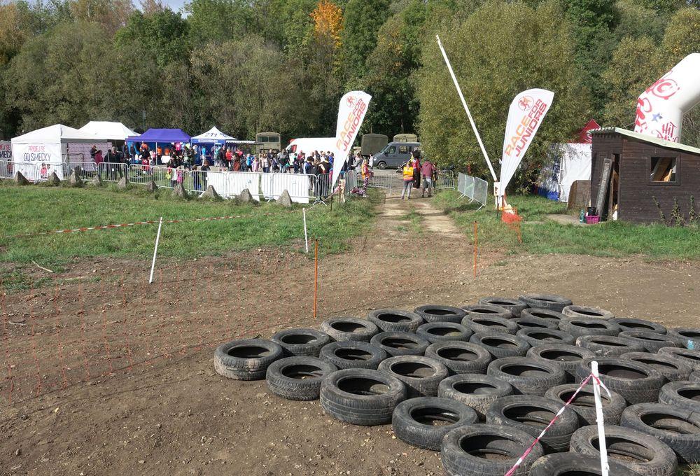Běžecký-závod-pro-děti-za-podpory-Alfa-Omega-servisu-spol-ve-vojenském-muzeu-v-Rokycanech-pořadatel-spolek-Sport-Stars-zs-v-Plzni