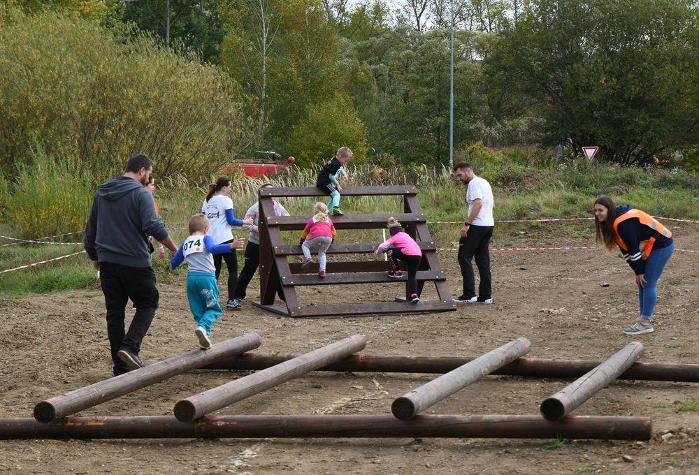 Běžecký-závod-pro-děti-za-podpory-Alfa-Omega-servisu-spol-ve-vojenském-muzeu-v-Rokycanech